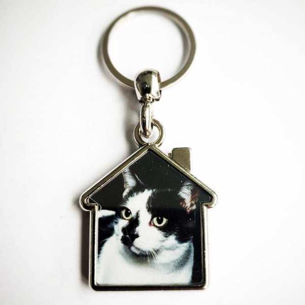 Katze auf Haus Schlüsselanhänger opt. mit Text