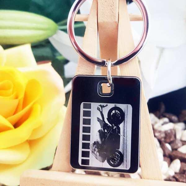 Dein Motorrad auf Fotogravur Schlüsselanhänger